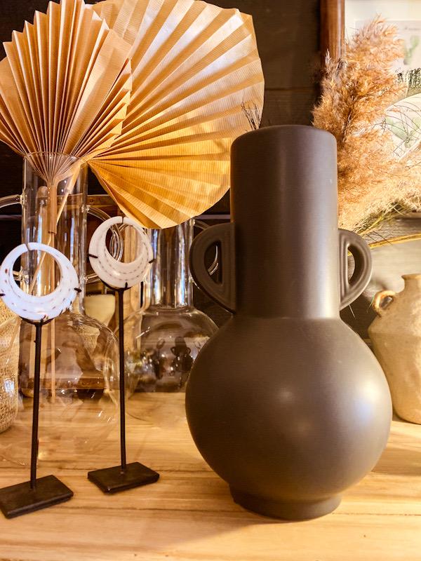 Vase noir mat avec anses
