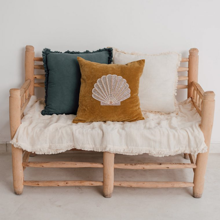 coussin brodé coquillage